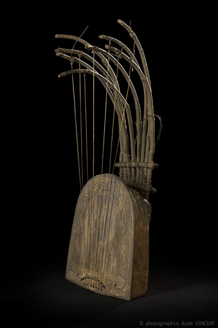 Photographie d'une œuvre de la collection d'Art Premier de l'Institut des musées nationaux du Congo, à Kinshasa.